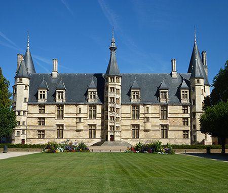 The palais ducal office de tourisme de nevers et sa r gion - Office du tourisme nevers ...
